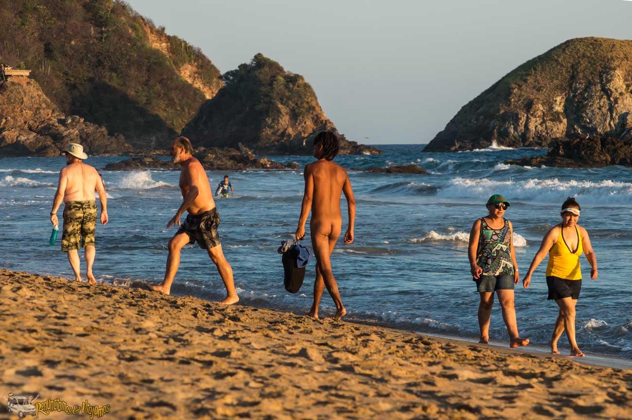 Playa nudista chica caliente