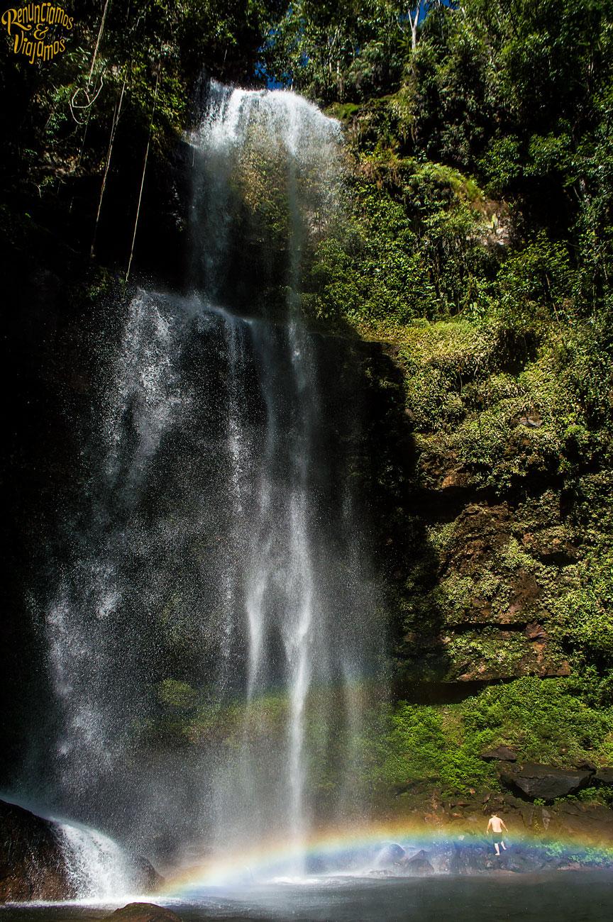 Selva y agua en las Cascadas del fin Del Mundo en Putumayo